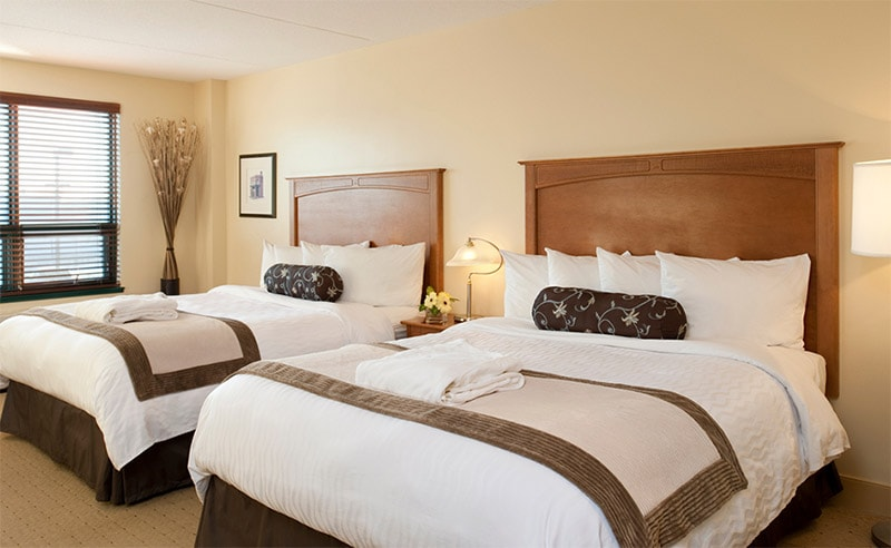 Temple Gardens Hotel & Spa - Standard bedroom with two queen size beds
